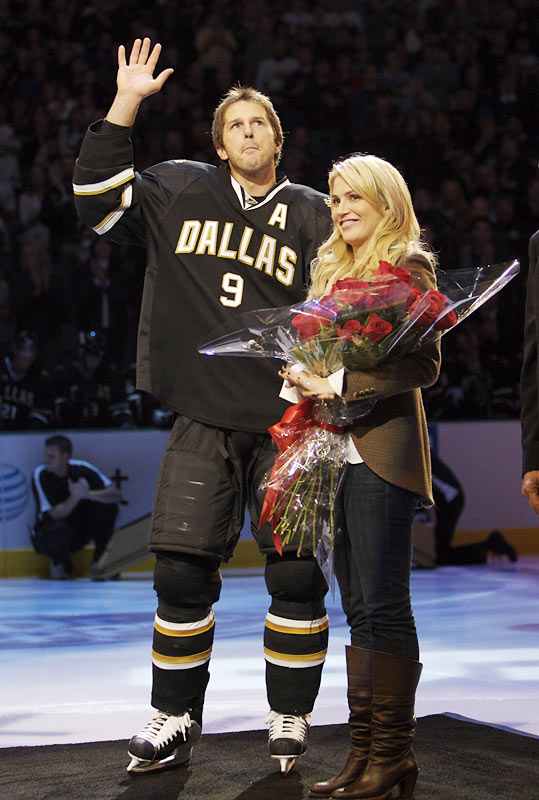 Mike Modano Wife Images: Mike Modano's Wife Willa Ford - PlayerWives.com.