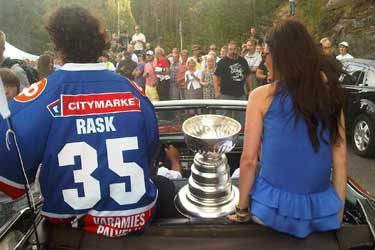 Tuuka Rask's girlfriend Jasmiina Niiki;a @theawesomeboston.com