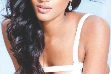 Osi Umenyiora's girlfriend Leila Lopes